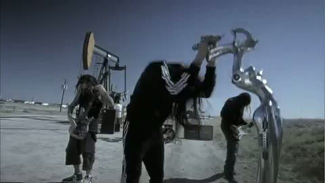 Korn    Oildale (Leave Me Alone)  official music video [www.keepvid.com]