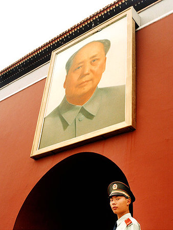 guard w. Mao (cropped)